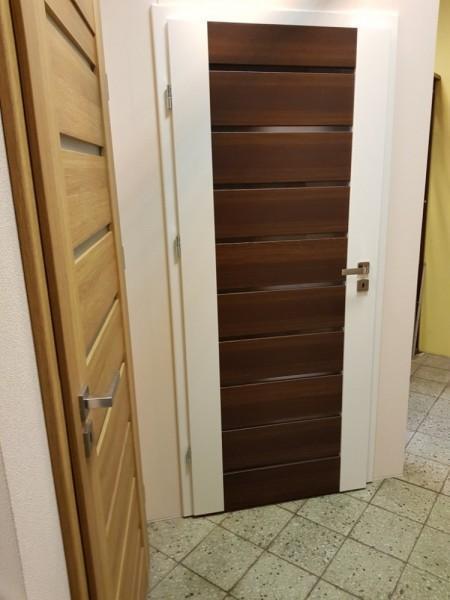 worstone-sklep-z-drzwiami-zewnetrznymi